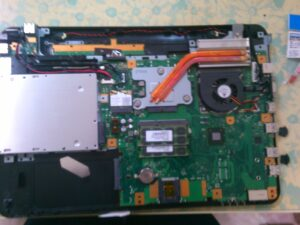 ノートパソコン分解後内部マザーボード