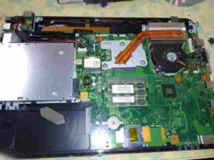 パソコンの裏側カバー外した後