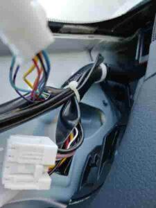 エクストレイルT32カーテシランプフットランプマイナスコントロール配線