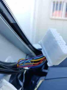 エクストレイルT32ドアオープン0V配線Aピラー